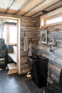 Joutsenlammen rantasauna on rohkeasti erilainen. Sauna Ideas, Outdoor Sauna, Finnish Sauna, Saunas, Styles, Log Homes, Cottages, Baths, Home Appliances