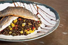 Cihangir'in yeni yerleri arasına yer alan, modern aydınlık görünümüyle dikkati çeken yeni bir mekan Greecology, sabah kahvaltısından akşam yemeğine günün her saatinde hizmet veriyor... Yunan ve Akdeniz mutfağının  zeytinyağlıları ve deniz mahsullerinin başrolde olduğu menüye, risottolar, makarnalar ve mezeler eşlik ediyor. Etnik geleneksel yemekler olan spanakopita, keftedes ve musakka dikkat çekiyor. - Gusto Haberleri - Radikal