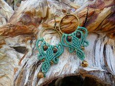 Boucles d'oreilles en macrame turquoise avec perles semi precieuses en oeil de tigre. de la boutique BelisaMag sur Etsy
