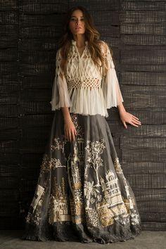 37 Ideas skirt outfits indian boho style for 2019 Pakistani Dresses, Indian Dresses, Indian Outfits, Lehenga Designs, Bohemian Mode, Boho Chic, Boho Style, Indian Designer Outfits, Designer Dresses