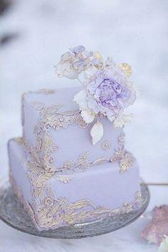 60 Whimsical Wedding Cakes To Get Inspired | http://HappyWedd.com #beachwedding #mikebdjmc #michael-eric-berrios