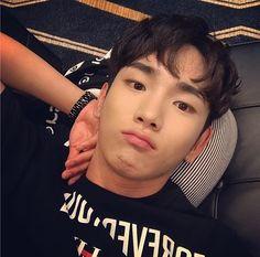 Maigodddd key is so cuteeeeee i cannotttttg shdhsjdhsjdjs Taemin, Minho, K Pop, Key Shinee, Shinee Debut, Programa Musical, Fandom, Kim Kibum, Sun And Stars