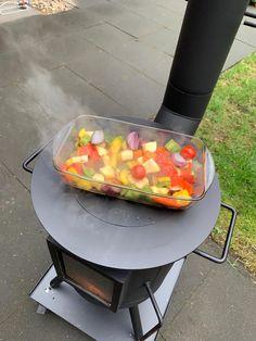 De Brander Special heeft een multifunctioneel kookplateau van 420mm met een uitneembare insert. Een vuurvaste ovenschaal gaat ook prima zoals je ziet.