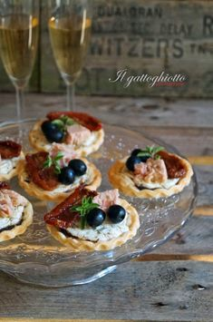 Tartellette mediterranee Pizza E Pasta, Party Finger Foods, Antipasto, Street Food, Buffet, Italian Recipes, Food And Drink, Appetizers, Pudding