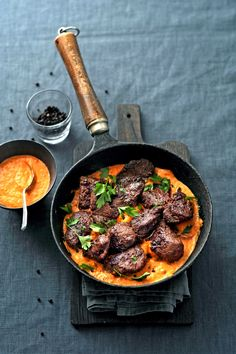 tenderloin marinated with creamy roasted paprika sauce delicious. – Foods and Drinks Christmas Food Treats, Xmas Food, Healthy Foods To Eat, Healthy Cooking, Healthy Eating, Paprika Sauce, Meat Recipes, Healthy Recipes, Good Food