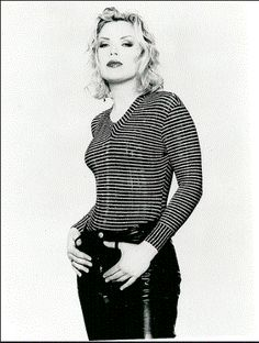 pop star Kim Wilde UFO has changed is life forever The pop star said her brief encounter with the extra-terrestrial . Kim Wilde, Top 40 Hits, Uk Singles Chart, Kim Novak, Simon Le Bon, 90s Girl, Idole, Famous Girls, Trends