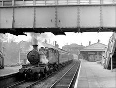 On May 1957 GWR 4108 pauses at Acocks Green with a local from Moor Street to Leamington Spa. Diesel, Steam Boats, Electric, Steam Railway, Birmingham England, Train Pictures, Steam Engine, Steam Locomotive, American