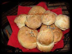 Cette recette est de CHARMELA qui est une EXCELLENTE CUISINIERE! je vous invite à aller visiter à son blog, qui est vraiment top de chez top !!!!! voici sa recette de petits pains : mettre dans la map (machine à pain) : 120 grammes d'eau, 180 grammes...