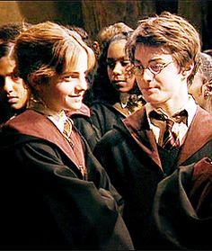 daniel radcliffe and emma watson Arte Do Harry Potter, Harry James Potter, Harry Potter Cast, Harry Potter Characters, Harry Potter Universal, Harry Potter World, Harmony Harry Potter, Hermione Granger, Harry Potter Hermione