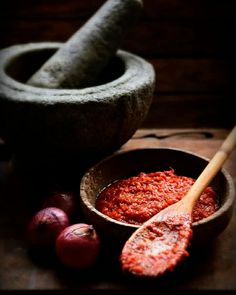 Dark Food Photography, Photography Basics, Food Poster Design, Cooking Sauces, Happy Foods, Indonesian Food, Thai Recipes, Food Presentation, Food Plating