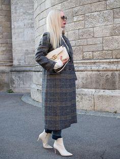 Outfit für das Frühjahr/ Spring/ karierter Mantel/Jeans/Pullover/weiß/Stiefelette/Mode/Style/Styling/Trend/Trends/Ostern/ Oster Brunch/ Gucci Sonnenbrille/Modeblog/ Fashionblog/ Modebloggerin/Ostern/Look/Frauen/Mode für Frauen