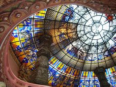 Breathtaking stained glass ceiling in the entrance to the Erawan Museum in Samut Prakan, Thailand Dome Ceiling, Glass Ceiling, Leaded Glass Windows, Glass Panels, Glass Artwork, Stained Glass Art, Glass Domes, Beautiful World, Museum
