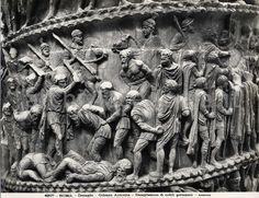 Particolare della colonna di Marco Aurelio, i prigionieri barbari, legati, vengono decapitati dai romani. I corpi degli uccisi giacciono sul terreno.