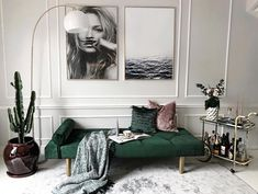 6 Dreamy spaces that bring the Old School Glam style - Daily Dream Decor Home Decor Bedroom, Home Living Room, Apartment Living, Interior Design Living Room, Living Room Designs, Living Room Decor, Green Apartment, Green Interior Design, Chic Living Room