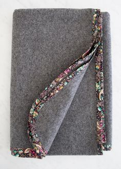 pure-simple-wool-blankets-600-20... There is a really great free tutorial for making this blanket!!