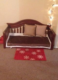Dog Nantlle - Dog Nantlle DIY Dog Bed from upcycled crib mattress and crib. We re-worked our kids' outgrown crib into a bed for our fur kid! Annnnnd it only took a couple of hours 🙂 Yorkies, Diy Dog Crate, Dog Furniture, Repurposed Furniture, Diy Dog Bed, Dog Rooms, Simple Bed, Animal Projects, Crib Mattress