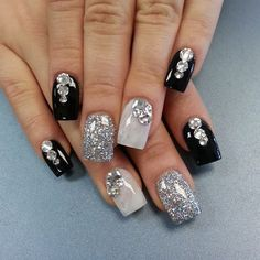 Looking for new nail art ideas for your short nails recently? These are awesome designs you can realistically accomplish–or at least ideas you can modify for your own nails! Get Nails, Fancy Nails, Bling Nails, Hair And Nails, Bling Bling, Fabulous Nails, Gorgeous Nails, Pretty Nails, Black And White Nail Art