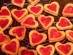 ** Sweet Caroline **: Valentijnshartjes: dubbele zandkoekjes met aardbeienconfituur