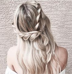 Braided Half up half down #weddinghair #weddinghairstyles #bridalhair #weddinghairideas #bride #updo #partialupdo #hairstyles