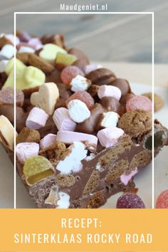 Recipe: Sinterklaas Rocky Highway with gingerbread and sand Homemade Cake Recipes, Baking Recipes, Dessert Recipes, Healthy Carrot Muffins, Diy Food Gifts, Wedding Cake Pops, New Cake, Rocky Road, Cake With Cream Cheese