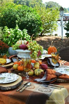 Creative Ideas for Fall or Thanksgiving Table Settings and Home Decor 8 There are so many Creative Ideas for Fall or Thanksgiving Table Settings and Home Decor and this post features over 30 of them for inspiratons. Fall Table Settings, Thanksgiving Table Settings, Thanksgiving Tablescapes, Thanksgiving Decorations, Place Settings, Seasonal Decor, Outdoor Thanksgiving, Thanksgiving Crafts, Dining Room Table Decor