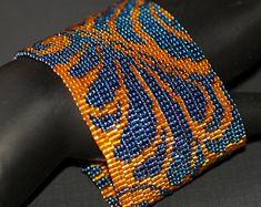 Damasco... Pulsera brazalete. Espectacular. Azul. Naranja. Metálicos. En negrilla. Tejido inspirado. Diseño original. Beadwoven. Peyote