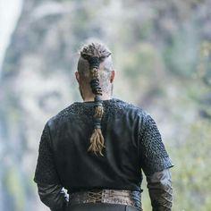 Ragnar Lothbrok Hair, Lagertha, Aragorn Costume, Viking Pictures, Viking Series, Blood And Bone, Vikings Tv Show, The Last Kingdom, Travis Fimmel