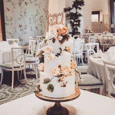 Something Glittered  Something Gold. . . Together with @winifredkristecake Awesomely looking cake () . . Wow:p . . #kcottagestudio  #sgcustomisedcake #sgweddingcakes #weddingsg #sugarcraft #cakedecorating #sg #bridesg #sgig #birthday #birthdays #macarons #handpainted #sgweddings #wedding #weddings #cakedecor #sugarart #cake #cakes #fondant #sgweddingcake #sgbride #brides #baking #bakes #handmade #partywithlenzo via: #probeatzpromo