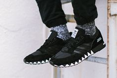 For 2015 spring/summer NEIGHBORHOOD teamed up with adidas Originals on a comprehensive collection spanning apparel and footwear. Here, we get a closer look at the NEIGHBORHOOD x adidas Originals Bosto...