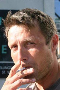 Je n'aime pas les hommes qui fument mais pour Mads je fais une exception!
