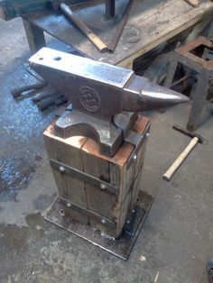 Anvil Stand - - Sourcing Materials & Construction - The Best Welding Projects Examples, Tips & Tricks Metal Projects, Welding Projects, Welding Ideas, Diy Projects, Metal Welding, Diy Welding, Welding Tools, Welding Design, Blacksmith Forge