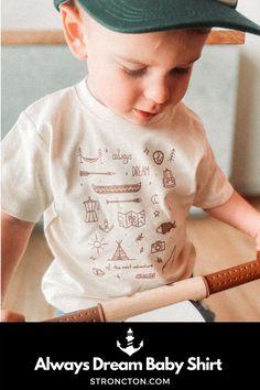 Vom Baby über Kleinkind bis zu den großen Kleinen ist für jede:n was dabei. Der erste Stroncton Kids-Drop besteht aus jeweils 2 verschiedenen unisex Baby Bodies, Baby T-Shirts und Kids T-Shirts. Egal ob für drüber im Sommer oder drunter im Winter. Alle Produkte bestehen aus 100 % Bio-Baumwolle für das absolute Wohlfühlgefühl und den höchsten Tragekomfort. Wie immer nachhaltig und fair hergestellt. Der Pint vorne ist ein hochwertiger und ökologischer Siebdruck. Zu finden bei uns im… Baby T Shirts, Dream Baby, Drop, Unisex, Sweatshirts, Kids, Clothes, Collection, Silk Screen Printing