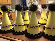 Handmade Party Hats made with poster board, black mesh ruffle, black chevron… Snoopy Birthday, Snoopy Party, Christmas Birthday, Baby Birthday, Birthday Ideas, Charlie Brown Christmas, Charlie Brown And Snoopy, Snoopy Classroom, Snoopy Cake