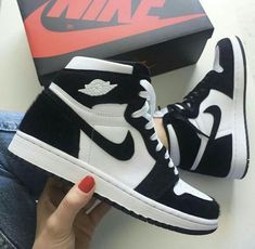 shoes - shoes & shoes sneakers & shoes for women & shoes heels & shoes aesthetic & shoes sneakers jordans & shoes drawing & shoes sneakers nike Jordan Shoes Girls, Girls Shoes, Ladies Shoes, Jordan Shoes Online, Zapatillas Nike Jordan, Nike Tenis, Jordan Tenis, Souliers Nike, Nike Shoes Air Force