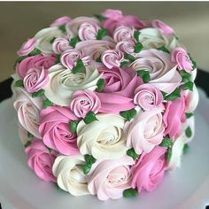 Beautiful cake with flowers 🌸 decor 🌸🌸🌸🌸🌸🌸🌸🌸🌸  Rossete Cake, Cake Art, No Bake Cake, Cupcake Cakes, Cake Decorating Designs, Cake Decorating Videos, Cake Decorating Techniques, Bolo Floral, Floral Cake