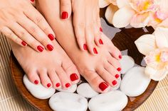 £14 For A Shellac Manicure & Pedicure with 81% #OFF.If there's one thing we notice all the celebs seem to have in common, it's that they all sport perfectly painted and manicured nails  http://www.comparepanda.co.uk/group-deal/13093976587/%C2%A314-for-a-shellac-manicure-&-pedicure