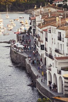 Cadaques is a favourite getaway from Barcelona. Escaping from the city, we are going to find white buildings sucking out to the sea. A charming village that inspired Dali while spending his holidays here.