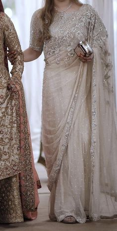 Fancy Sarees Party Wear, Saree Designs Party Wear, Wedding Lehenga Designs, Pakistani Fashion Party Wear, Pakistani Wedding Outfits, Pakistani Dresses Casual, Designer Party Wear Dresses, Shadi Dresses, Indian Gowns Dresses