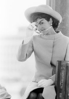 Jackie Kennedy in the Early Sixties: Making of an American Icon Jacqueline Kennedy Onassis, John Kennedy, Estilo Jackie Kennedy, Jaqueline Kennedy, Les Kennedy, Jackie Jackie, Grace Kelly, Vintage Stil, Mode Vintage