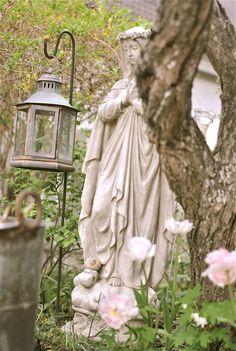 Personal Marian shrine.