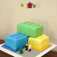 Lego Birthday Cake... Great for the boys in your fam! @Kelly Teske Goldsworthy Russler