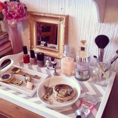 DIY Chevron Tray for displaying cosmetics or jewerly