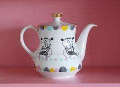 Medium sized bear and colorful scallops teapot by Ninainvorm