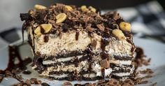 Chunky Peanut Butter Oreo Icebox Cake – 12 Tomatoes - This cool, creamy, and crunchy cake will satisfy any sweet tooth, and you won't even have to turn on the oven! Köstliche Desserts, Frozen Desserts, Delicious Desserts, Sweet Recipes, Cake Recipes, Dessert Recipes, Instant Recipes, Quick Recipes, Oreo Icebox Cake