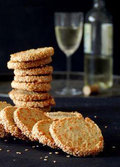 Αλμυρά μπισκότα με μπλε τυρί και παρμεζάνα
