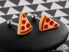 Who doesn't love a slice of pizza? And if you do too, pick yourself up one of these rad pizza barbells! Septum Jewelry, Body Jewelry, Septum Ring, Body Piercing, Piercings, Gauges Plugs, Food Humor, Barbell, Pizza