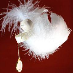 Kennst du einen Zwilling, dem du eine Freude machen möchtest? Unter www.federengel.net findest du den Engel. Zwilling: 21.05. - 21.06.  #Sternzeichen #Zwilling #Geschenk #Engel #Feder #Handarbeit #federengel.net