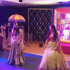 Indian Wedding Songs, Best Wedding Dance, Wedding Dance Video, Desi Wedding, Wedding Videos, Indiana, Bollywood Wedding, Pakistani Wedding Dance, Indian Wedding Photography Poses