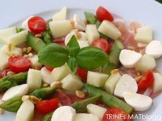 Rask salat med parmaskinke, asparges og honningmelon | TRINEs MATblogg