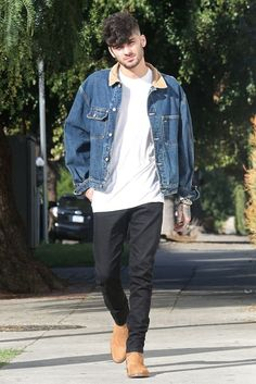 Stepping out: Zayn Malik, moved on from his awkward handshake with former 1 band-mate Niall Horan as he headed for lunch at The Pikey Club in West Hollywood on Wednesday Damn my man Estilo Zayn Malik, Zayn Malik Fotos, Zayn Malik Style, Zayn Malik Hairstyle, Zany Malik, Streetwear, Nicole Scherzinger, Bad Boys, Clubwear